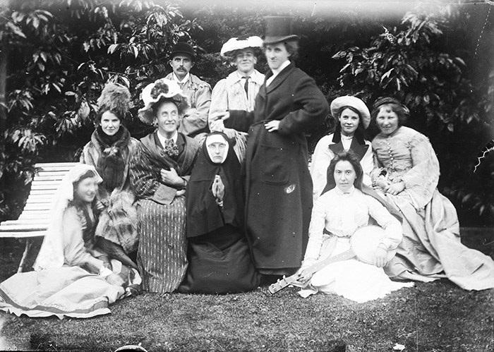 Ritratto di famiglia... con scambio di ruoli (1880 -1900)