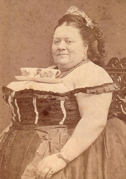 Questa lady offriva il tè così...
